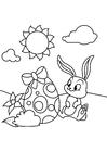 Dibujo para colorear Conejito de pascua con huevo de pascua en el jardín