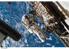 Foto Astronauta en estación espacial