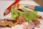 Foto lápices de colores y sacapuntas