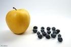 Foto Moras negras con manzana