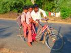 Foto niños en bicicleta