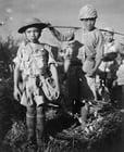 Foto ninún niño en la guerra