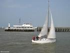 Foto Paseo marítimo con velero