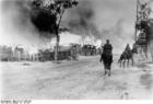 Foto Rusia - pueblo en llamas con caballería